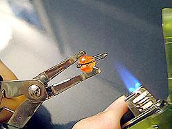 Голубой огонек перезаправляемых зажигалок Neo…