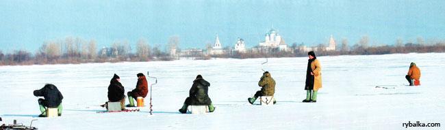 По первому льду. Лови на блесну !