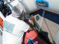 Средство «SRC Tuff Coat» поставляется в форме набора, состоящего из двух литровых емкостей, рассчитанных на обработку 3-метровой лодки