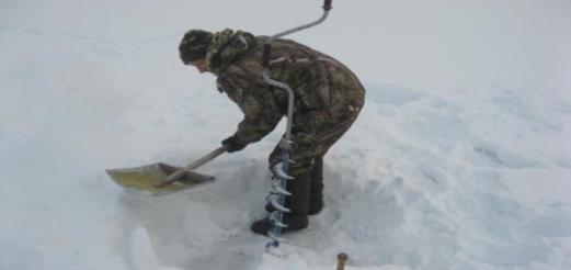Бурение лунок во льду